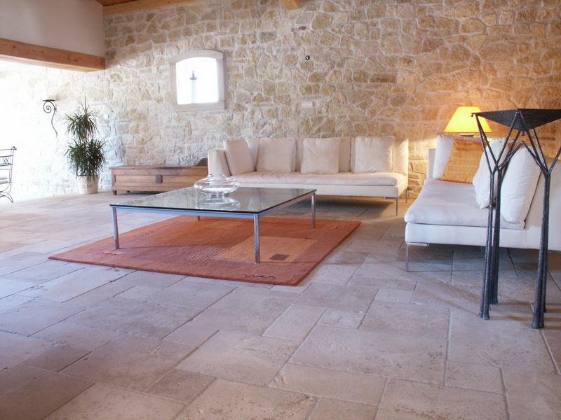 Carrelages en pierres naturelles carrelage au naturel distributeurs de ca - Interieur maison en pierre ...